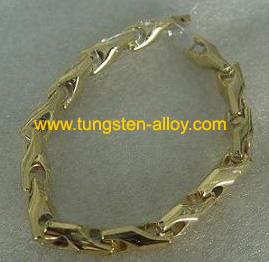 tungsteno catena d'oro al polso